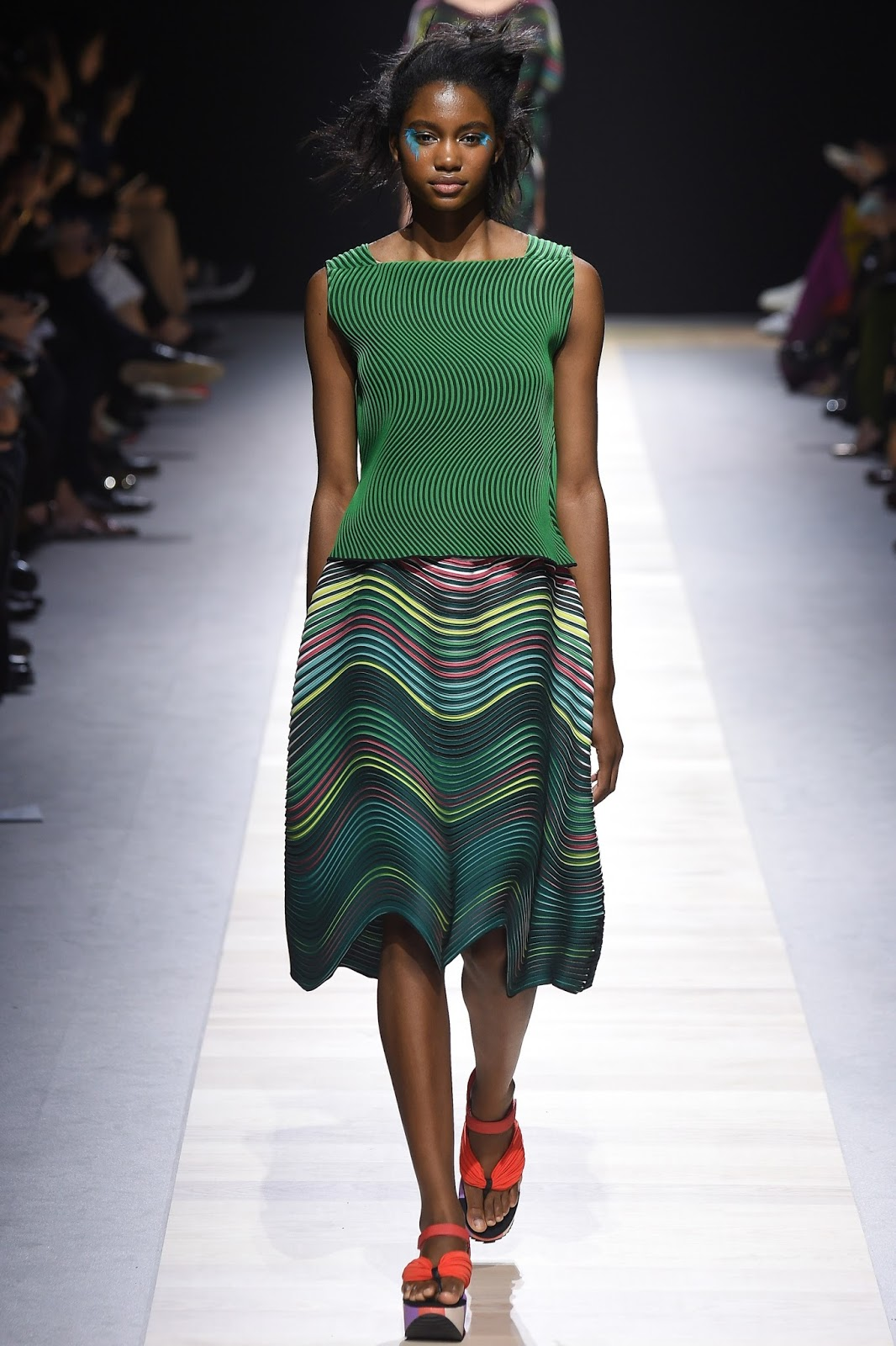 Pantone colour report & spring summer 2016 fashion trends / green flash at Issey Miyake Spring/Summer 2016 via www.fashionedbylove.co.uk British fashion & style blog