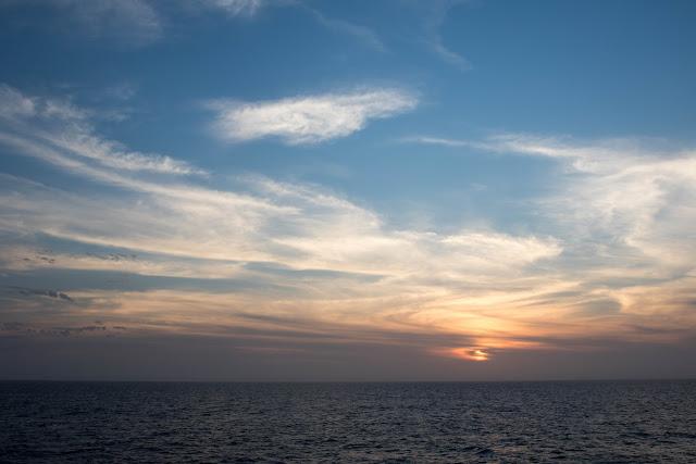 おがさわら丸から見た夕日