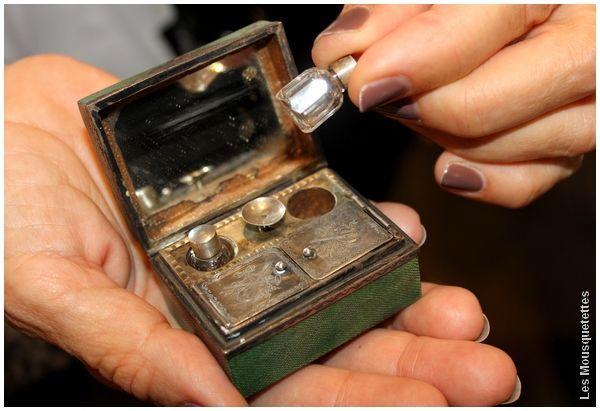 Boîte à mouches en galuchat, exposition Tass(k)in Days et Anne Camilli - Blog beauté