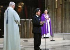 パリのノートルダム寺院でミサ、東日本大震災から1年