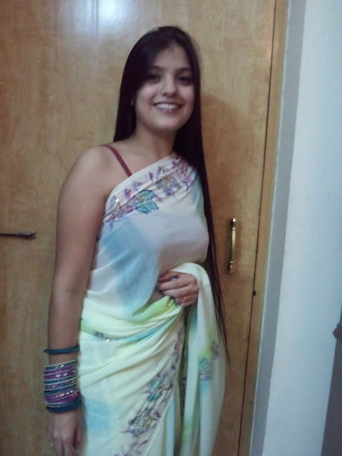 Delhi Girls in Saree Pics