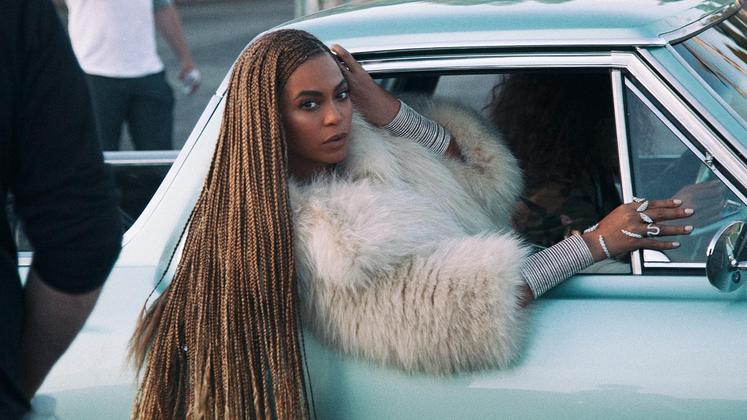 """Beyoncé cantou em """"Feeling Myself"""" que """"parou o mundo"""" com seu disco de surpresa. E acabou de fazer isso de novo, com uma única música."""