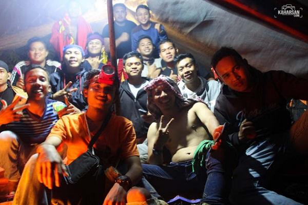 Kisah Seorang Penulis Kaharsan  Menaiki Puncak Mentajam Bukit Bongku Wisata Kecamatan Nanga Mahap Bersama Rekan-Rekannya