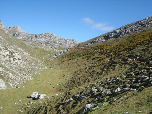 Rutas Montaña Asturias: Vega de Candioches en la ruta a Peña Ubiña