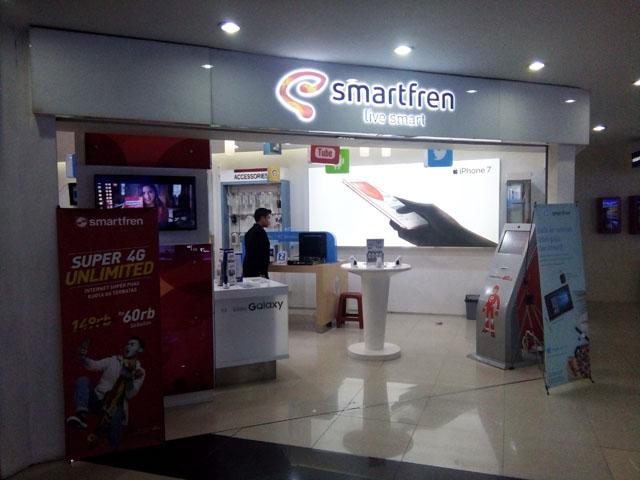 Cari Batre Smartfren Andromax E2+ di galeri smartfren Metropolitan Mall bekasi