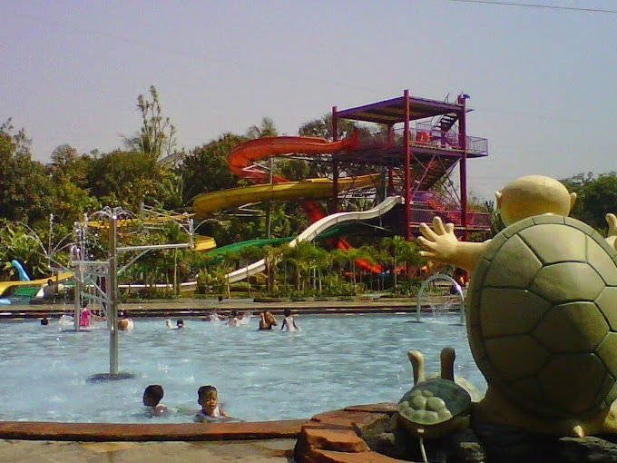 Bermain Air di Planet Waterboom - Subang