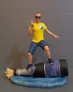 statuina personalizzata ritratto con hobby e passioni vino surf milano orme magiche