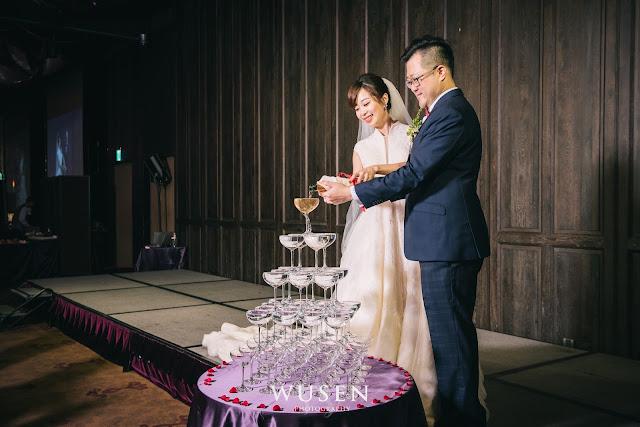 台北婚攝君品酒店天花板進場新郎新娘香檳塔