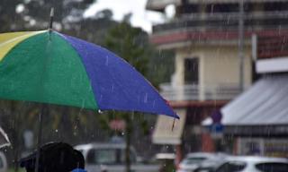 Καιρός: Ανεβαίνει η θερμοκρασία την Κυριακή (21/04) – Πού θα χρειαστείτε ομπρέλα
