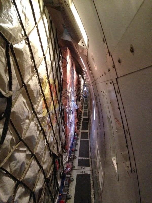 bên trong chuyến bay chuyển iPhone 6 về Mỹ