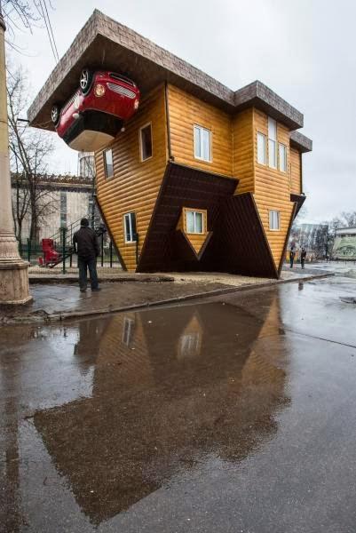 Gambar Rumah Terbalik di Moscow Rusia  NoraLiza