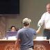 """Video: Hombre le """"receta"""" un listerine a Rodolfo Pizza en plena reunión"""