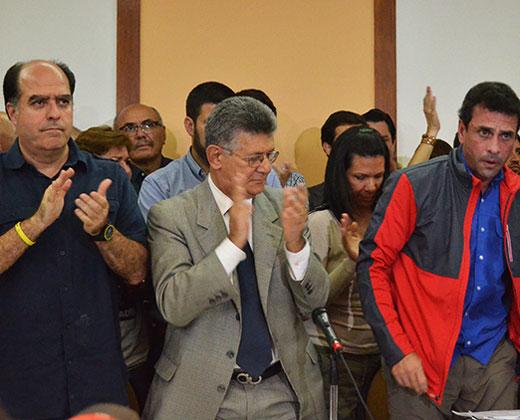 """Oposición denuncia golpe de Estado y """"abandono del cargo"""" de Maduro"""