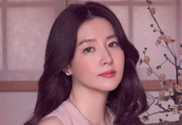 Gaya Rambut Layer Ala Lee Young Ae