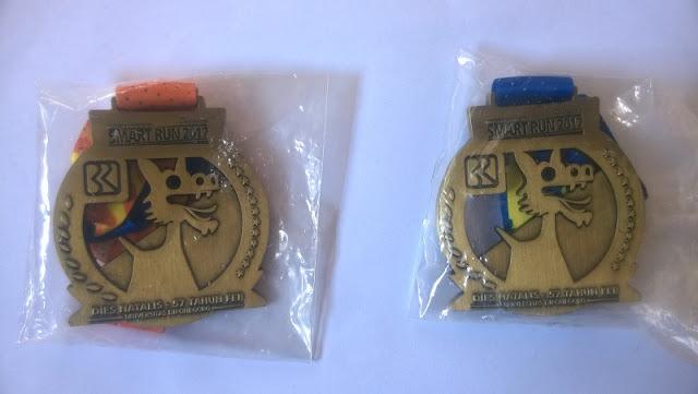 Medalinya dibungkus Plastik