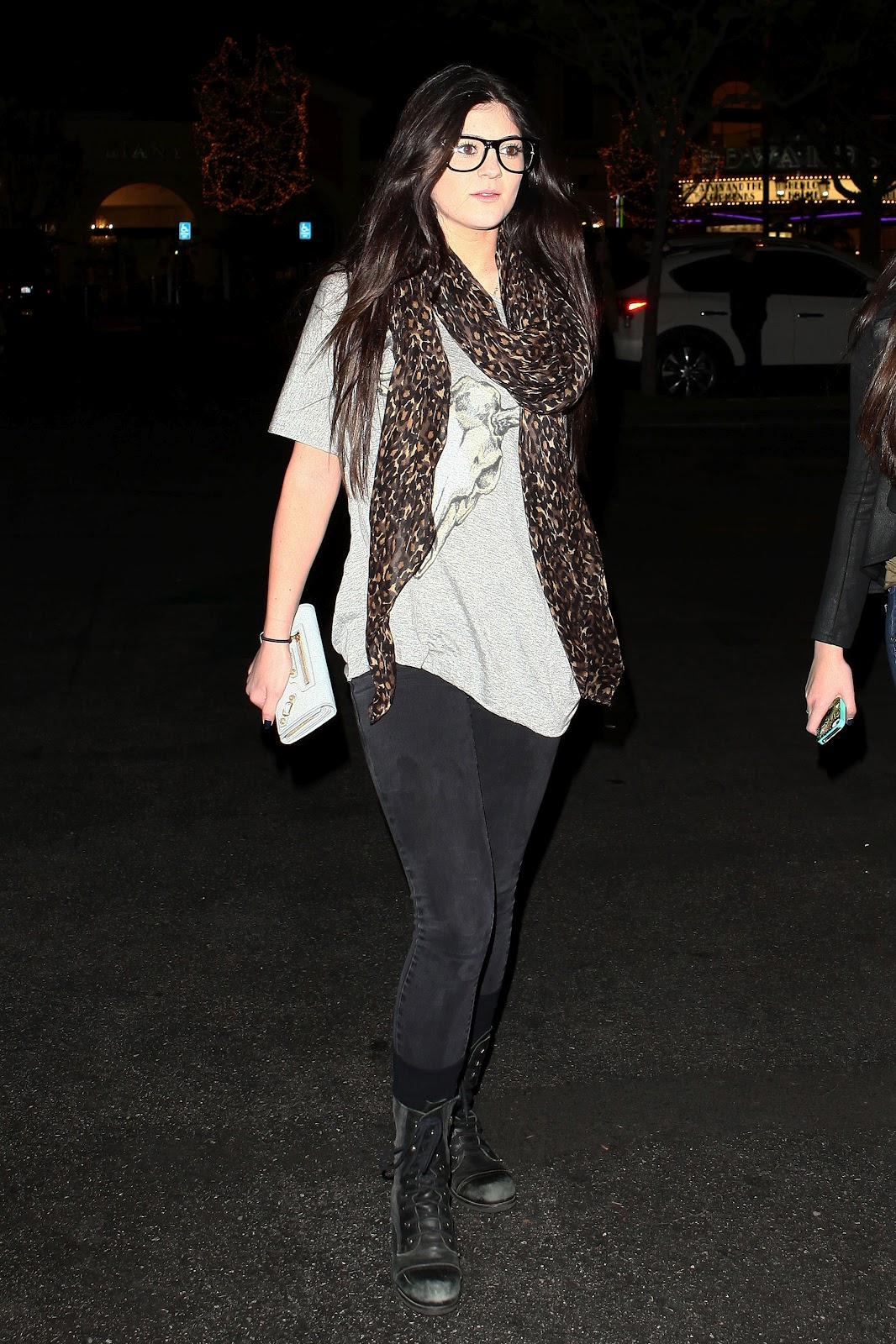 Kendall Kylie Maliboo Tee Top White On Tradesy: LovelyStars: 12/29/2011 Kendall And Kylie Jenner At
