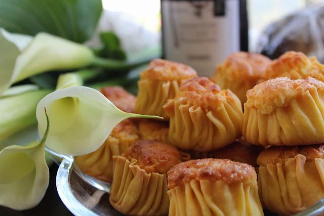Πασχαλινά Γλυκά Τυροπιτάκια από την Τήνο