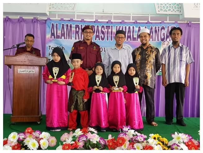 Kumpulan nasyid kakak Damia menang johan Alam Ria PASTI Kuala Langat 2018. Tahniah!