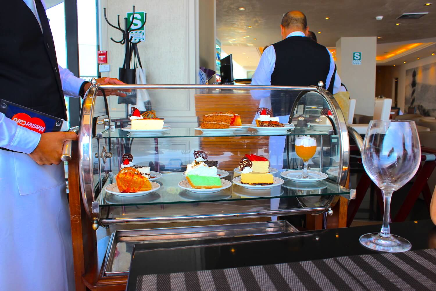 cake cart in vivaldino