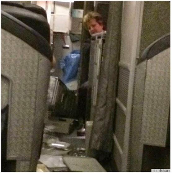 Gambar Dalam Pesawat Selepas Belakunya Pergolakan Angin Di ...