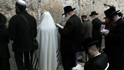 Ministro de Israel recorre a prece coletiva para tentar aliviar seca