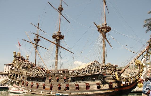 Barco de Piratas do Caribe em Génova