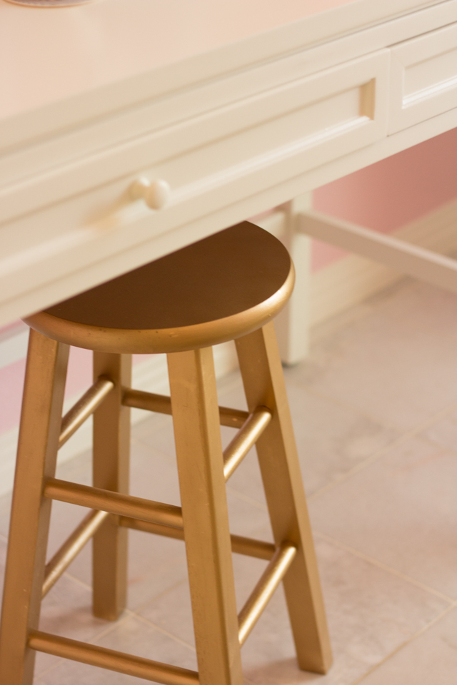 gold-stool