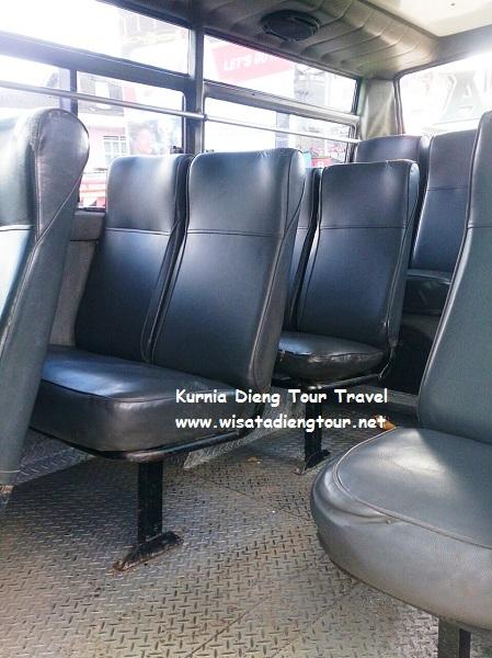 foto kursi dalam angkutan umum bus wonosobo dieng