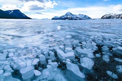 ทะเลสาบอับราฮัม (Abraham Lake) @ www.placestoseeinyourlifetime.com