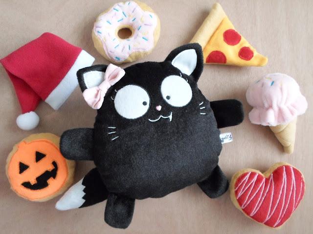 Gato negro niña de Peluche  Regalo nombre Personalizado gatito gótico kawaii  presente halloween navidad catlovers plushies Guyuminos