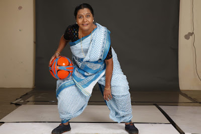 #instamag-veteran-actress-usha-naik-now-shakes-a-leg-with-sports-shoes-in-milind-ukeys-upcoming-movie