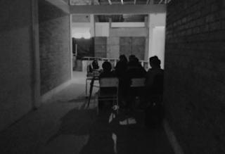 En una escuela de Concordia, esta mañana se dio clases en los pasillos