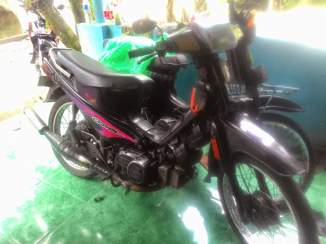 JUAL BELI MOTOR BEKAS    Dijual Suzuki Crystal th 94 plat B komplit,   Alamat:  Pleret, Bantul, Yogyakarta.   Harga 1,2 juta   Whatsapp 08179442249