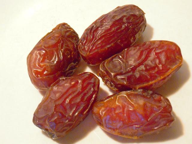 Inilah 17 Alasan Kenapa Rasulullah menganjurkan kita memakan kurma
