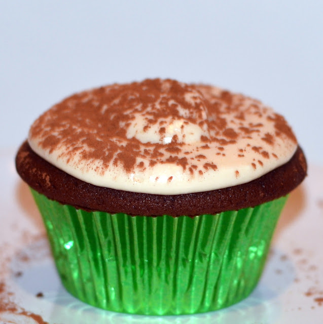 cupcake with cocoa powder