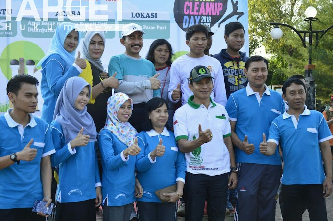 Kompak, Masyarakat Pati Ikuti World CleanedUp Day di Pasar Puri