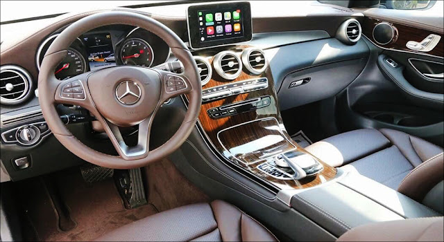 Bảng taplo Mercedes GLC 200 2019 thiết kế đẹp mắt với ốp Gỗ Linestructure Lime màu Nâu nhạt