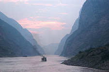 TRAVELLING MAN: PART 1 YANG TZE RIVER CRUISE AND CHINESE SONGS: LOVELY