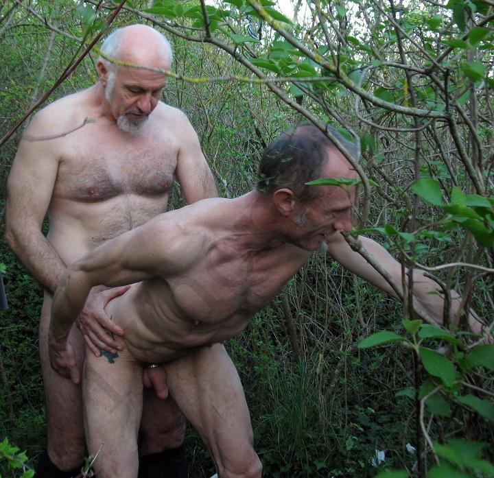 парня порно старик геев имеет