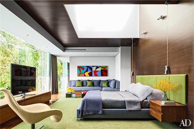 una casa de lujo que posee un interior de diseño repleto de color chicanddeco