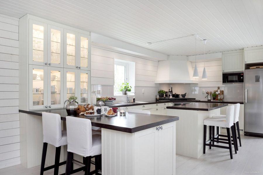 Drewniany domek w bieli i szarościach, wystrój wnętrz, wnętrza, urządzanie mieszkania, dom, home decor, dekoracje, aranżacje, scandi, styl skandynawski, scandinavian style, kuchnia, kitchen