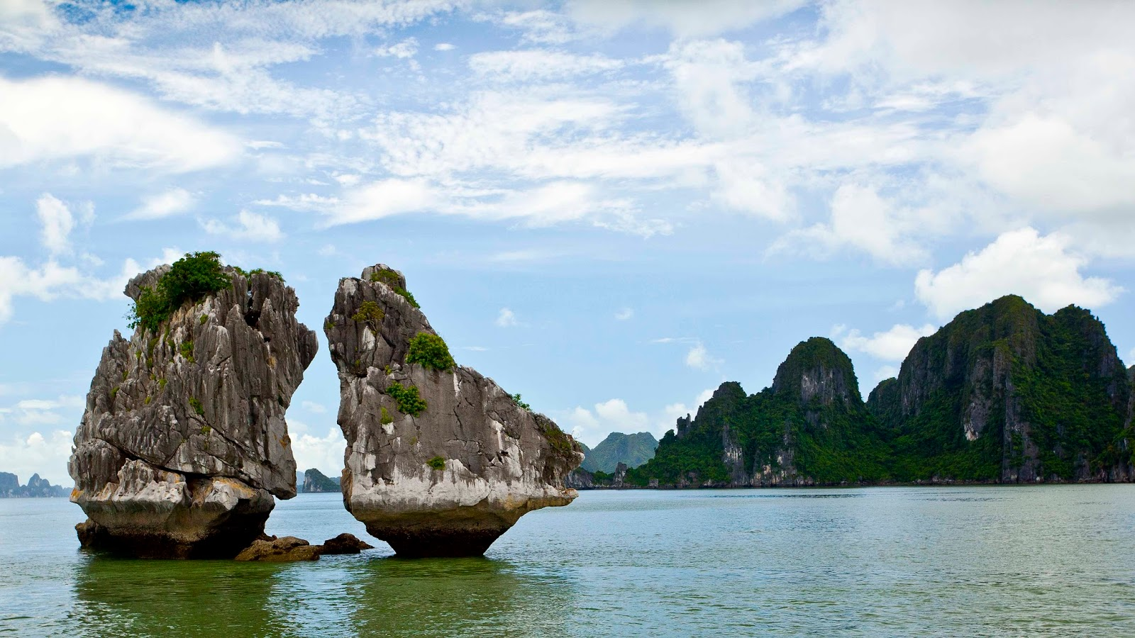 3d Wallpaper Natural Beauty Download Ha Long Bay Wallpapers Most Beautiful Places In