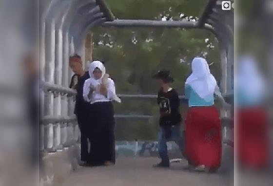 Video Hot Anak SMP Pacaran di Jembatan Penyebrangan