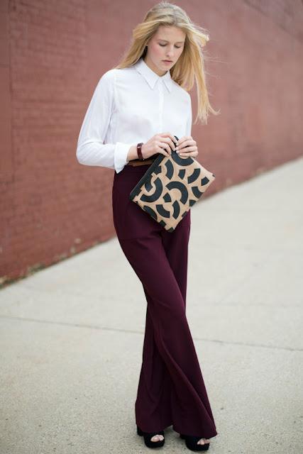 Комплект из нейтральных цветов белая блузка и черные брюки