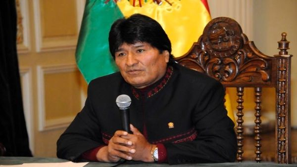 @evoespueblo Morales  cuestiona a Almagro por foto con acusado de masacre