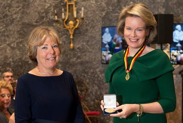 Queen Mathilde wore a green dress by NATAN. Queen Elisabethand Queen Fabiola Honorary Member of Belgian Royal Academy