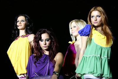Grup Hepsi, 3 kişilik bir Pop - Teenage Pop grubudur. Grubun üyeleri çocukluklarından beri birbirlerini tanımaktadırlar. Grubun menajerliğini grup üyelerinden Cemre'nin annesi Şebnem Özberk yürütmektedir.
