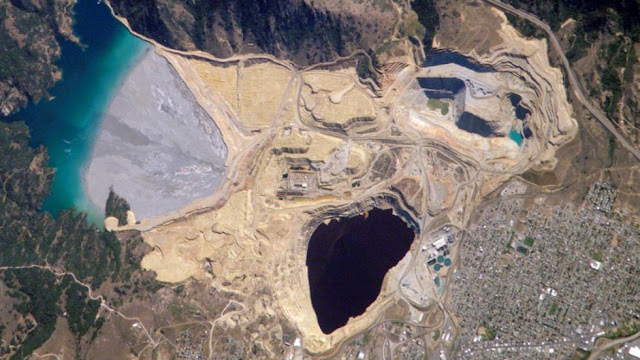 Inside Berkeley Pit, a Montana Tourist Trap