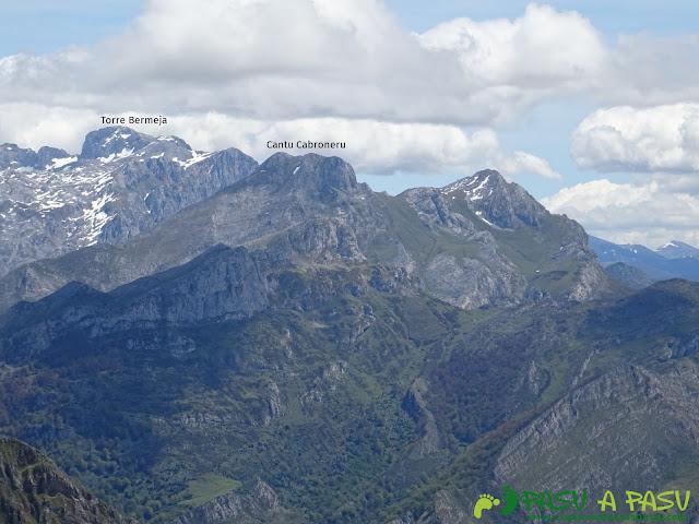 Ruta al Pierzu desde Priesca: Vista del Cantu Cabroneru
