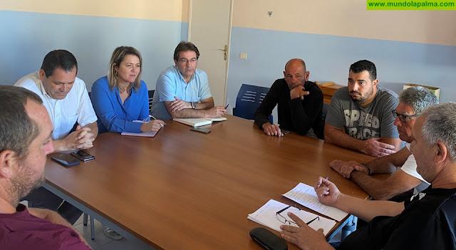 Alicia Vanoostende recoge las demandas de la cofradía de pescadores de Tazacorte